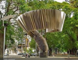Памятник бандонеону в Буэнос-Айресе